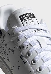 adidas Originals - STAN SMITH SHOES - Sneaker low - white - 6