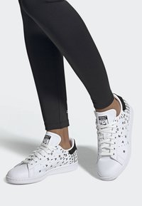 adidas Originals - STAN SMITH SHOES - Sneaker low - white - 0