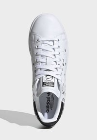 adidas Originals - STAN SMITH SHOES - Sneaker low - white - 2