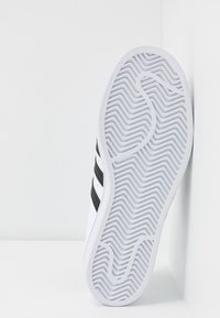 adidas Originals - SUPERSTAR - Sneakers basse - footwear white/core black - 6