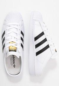 adidas Originals - SUPERSTAR - Sneakers laag - footwear white/core black - 3
