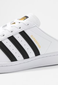 adidas Originals - SUPERSTAR - Sneakers basse - footwear white/core black - 2