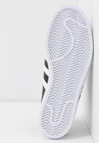 adidas Originals - SUPERSTAR - Sneakers basse - core black/footwear white - 6