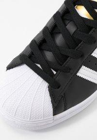 adidas Originals - SUPERSTAR - Sneakers basse - core black/footwear white - 2