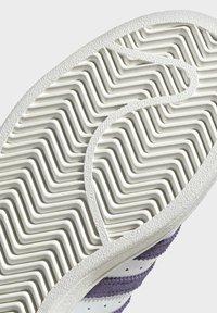adidas Originals - SUPERSTAR SHOES - Sneaker low - white - 8