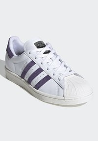 adidas Originals - SUPERSTAR SHOES - Sneaker low - white - 5
