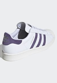 adidas Originals - SUPERSTAR SHOES - Sneakers laag - white - 3