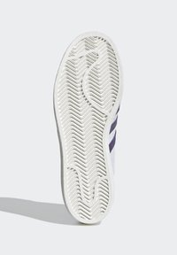 adidas Originals - SUPERSTAR SHOES - Sneaker low - white - 4
