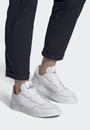 SUPERCOURT SHOES - Sneakers laag - white
