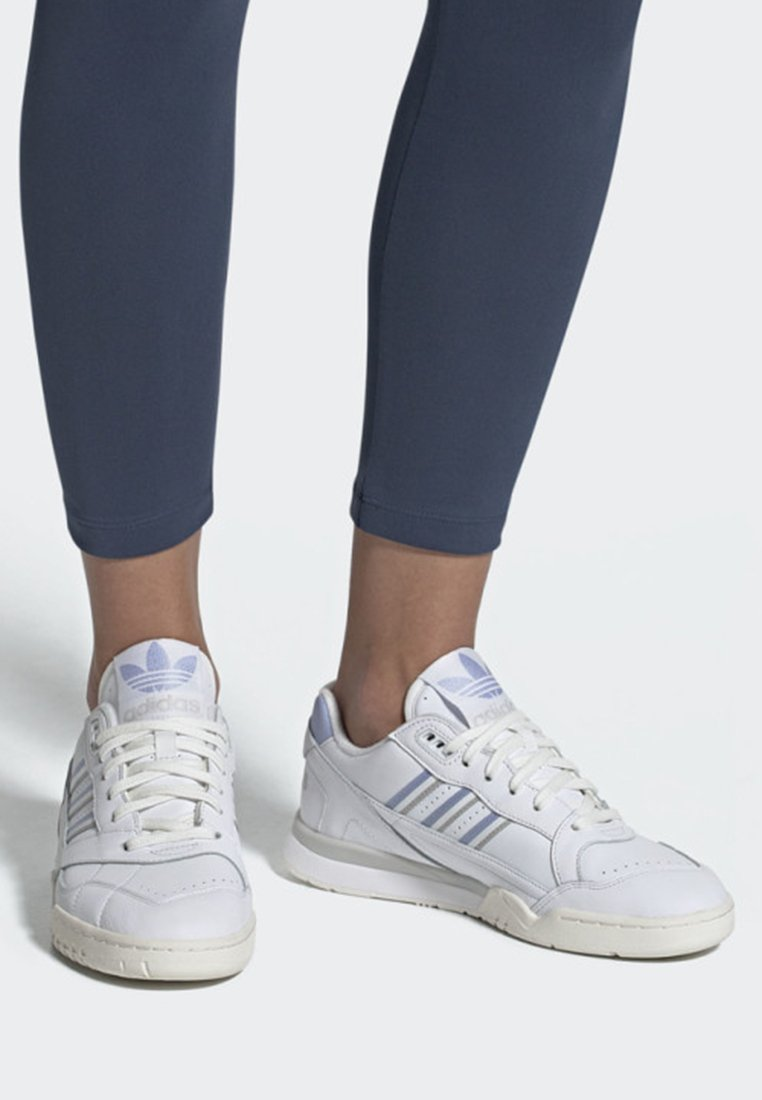 adidas Originals - A.R. TRAINER SHOES - Sneaker low - white