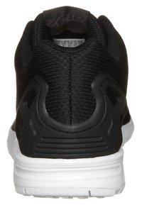 adidas Originals - ZX FLUX - Tenisky - black1/black1/wht - 3