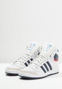 adidas Originals - TOP TEN  - Høye joggesko - neo white/new navy/collegiate red - 2