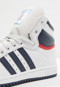 adidas Originals - TOP TEN  - Sneakers hoog - neo white/new navy/collegiate red - 5