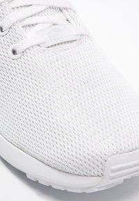 adidas Originals - ZX FLUX - Trainers - weiß - 5