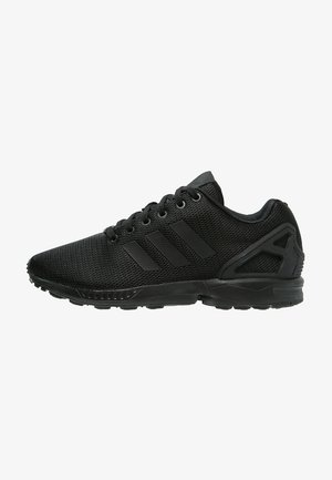 ZX FLUX - Matalavartiset tennarit - schwarz