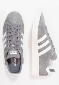 adidas Originals - CAMPUS - Sneakersy niskie - grey three/footwear white/chalk white - 1