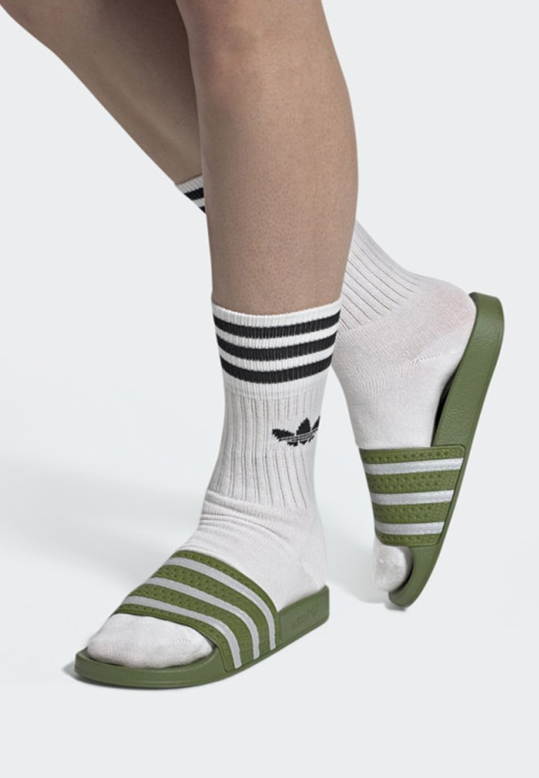 adidas Originals - ADILETTE SLIDES - Badesandale - green