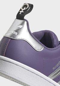 adidas Originals - SUPERSTARSHOES - Sneakers laag - purple - 7