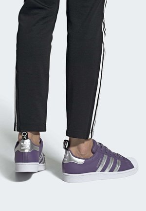 SUPERSTAR SHOES - Sneakers basse - purple