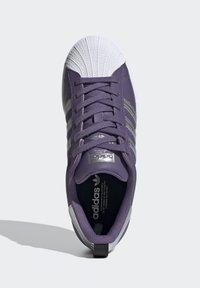 adidas Originals - SUPERSTARSHOES - Sneakers laag - purple - 2