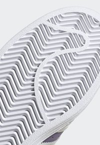 adidas Originals - SUPERSTARSHOES - Sneakers laag - purple - 6