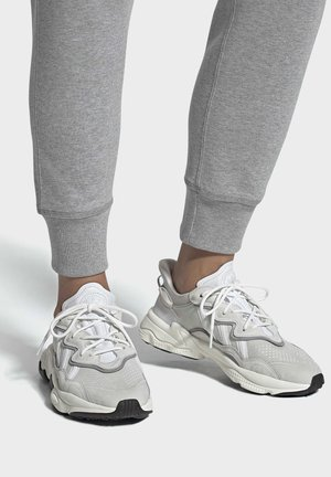 OZWEEGO SHOES - Sneakers laag - white