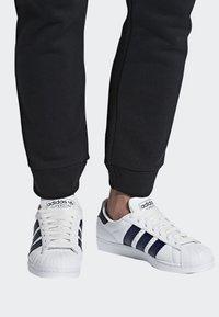 adidas Originals - SUPERSTAR SHOES - Sneaker low - white - 0