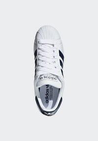 adidas Originals - SUPERSTAR SHOES - Sneaker low - white - 2