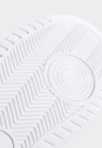 adidas Originals - TOP TEN HI SHOES - Trainers - white - 8