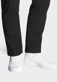 adidas Originals - TOP TEN HI SHOES - Trainers - white - 0