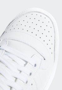 adidas Originals - TOP TEN HI SHOES - Trainers - white - 7