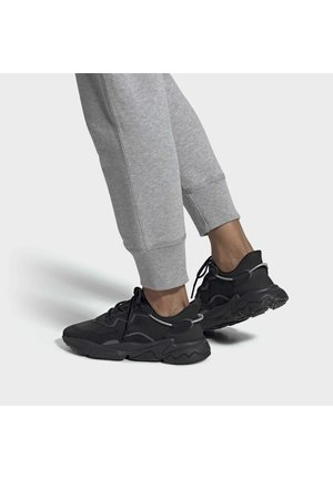 OZWEEGO SHOES - Sneakers laag - black