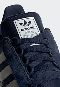 adidas Originals - FOREST GROVE SHOES - Sneakers basse - blue - 5