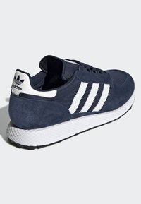 adidas Originals - FOREST GROVE SHOES - Sneakers basse - blue - 3