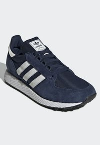 adidas Originals - FOREST GROVE SHOES - Sneakers basse - blue - 2