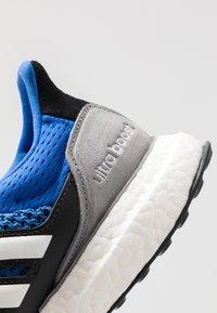 adidas Originals - ULTRABOOST S&L  - Sneakers laag - blue/footwear white/grey three - 5