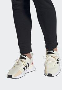 adidas Originals - U_PATH RUN SHOES - Sneakers laag - white - 0