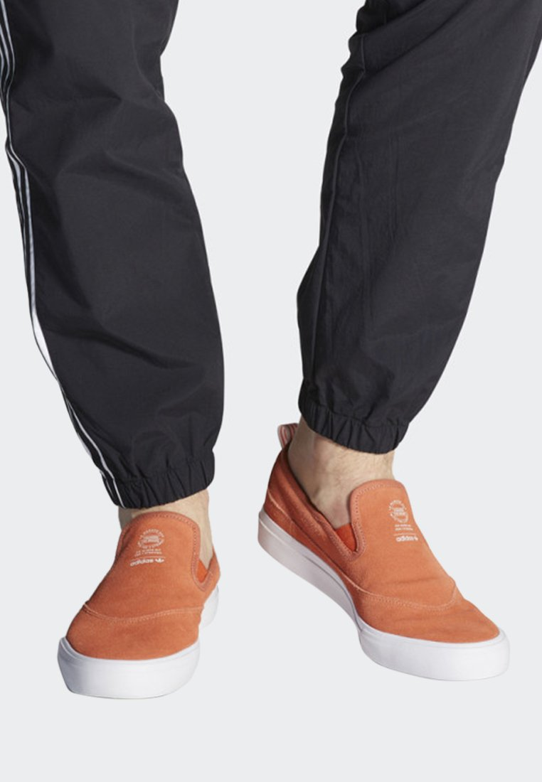 adidas Originals - MATCHCOURT SLIP-ON SHOES - Trainers - orange