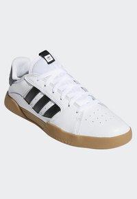 adidas Originals - VRX LOW SHOES - Skeittikengät - white - 3