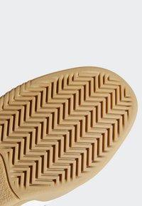 adidas Originals - VRX LOW SHOES - Skeittikengät - white - 8