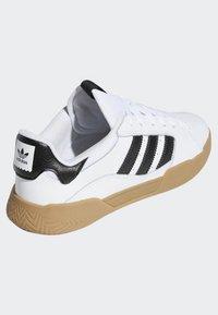 adidas Originals - VRX LOW SHOES - Skeittikengät - white - 4