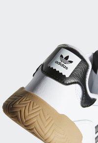 adidas Originals - VRX LOW SHOES - Skeittikengät - white - 9