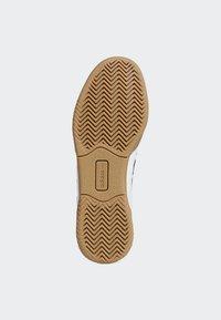 adidas Originals - VRX LOW SHOES - Skeittikengät - white - 5