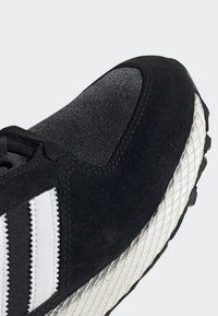 adidas Originals - FOREST GROVE SHOES - Sneakers - black - 9