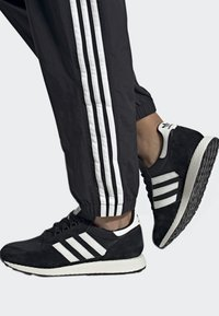adidas Originals - FOREST GROVE SHOES - Sneakers - black - 0