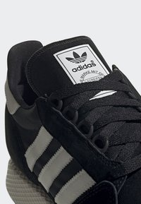adidas Originals - FOREST GROVE SHOES - Sneakers - black - 7