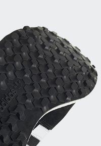 adidas Originals - FOREST GROVE SHOES - Sneakers - black - 8