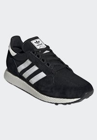 adidas Originals - FOREST GROVE SHOES - Sneakers - black - 3