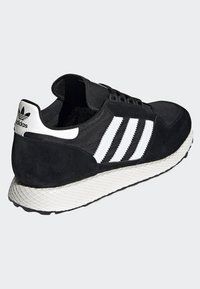 adidas Originals - FOREST GROVE SHOES - Sneakers - black - 4