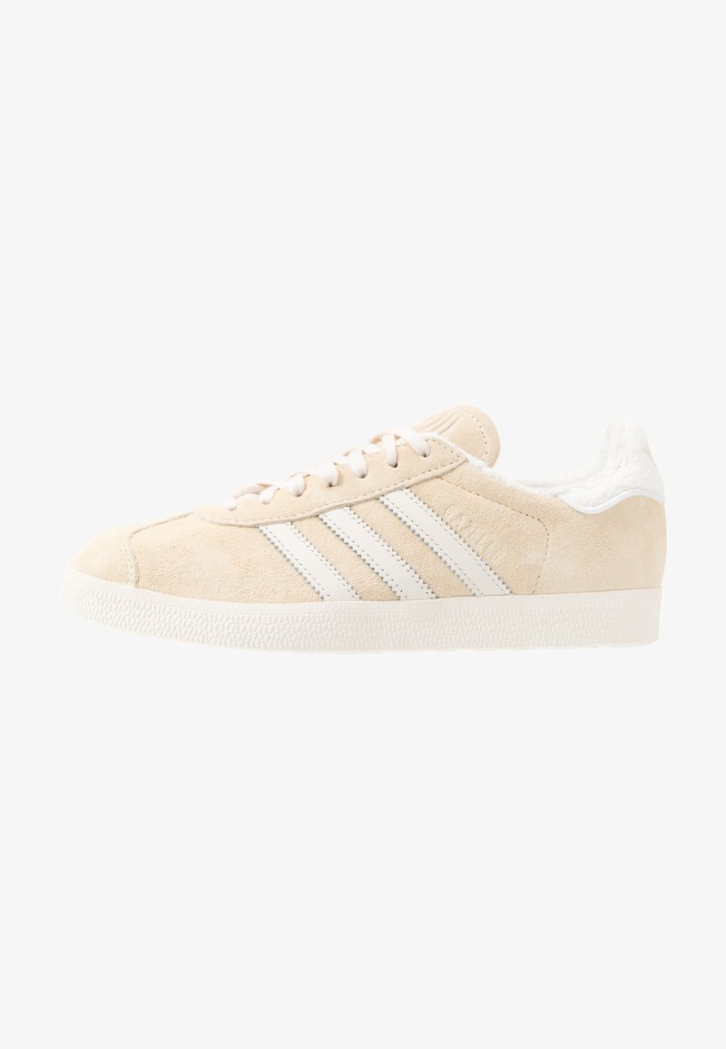adidas Originals - GAZELLE - Sneakersy niskie - ecru tint/core white/footwear white